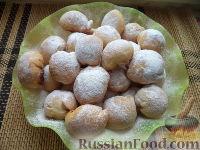 Фото к рецепту: Шарики на кефире с ореховой начинкой