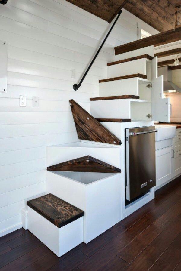 Интересная лестница на чердак