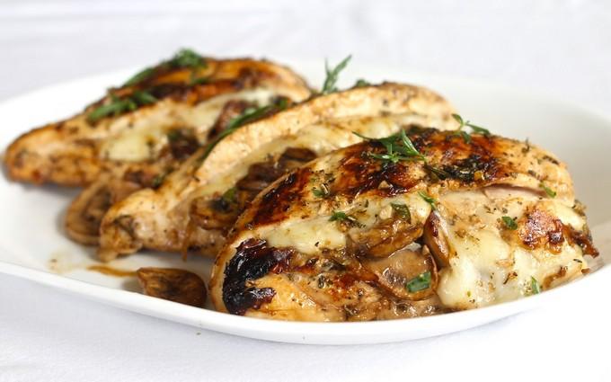 Курица с грибами и сыром
