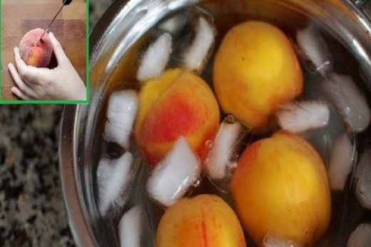 Парень сделал надрезы на персике и опустил в ледяную воду. Когда узнала, зачем, поспешила повторить