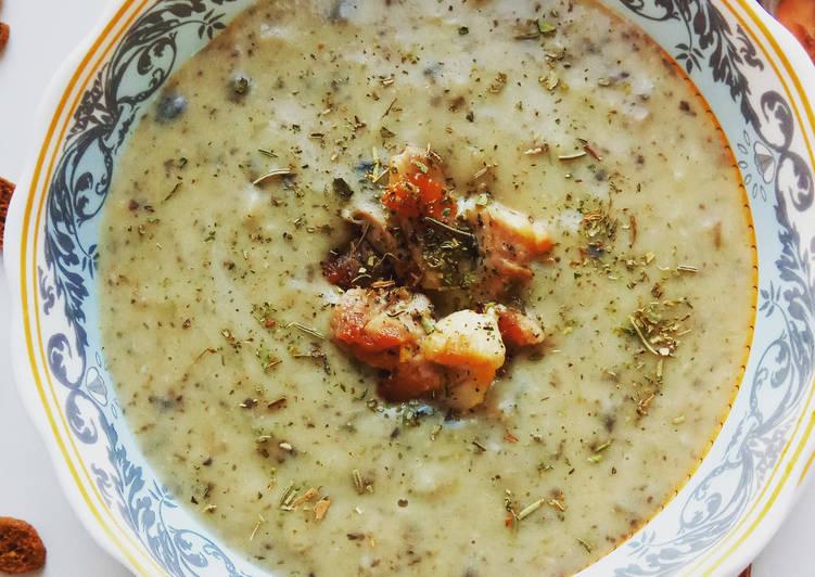 Суп-пюре из шампиньонов с печёным чесноком recipe main photo
