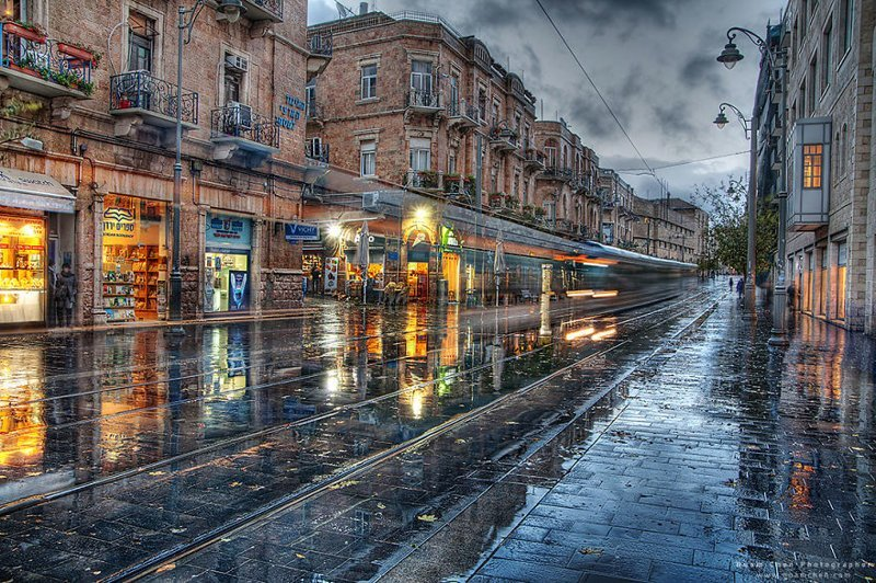 Похоже на типичную улочку европейского города. Но это главная улица столицы Израиля, Иерусалима Израиль, красиво, красивые места, природа, страны, страны мира, фото, фотограф