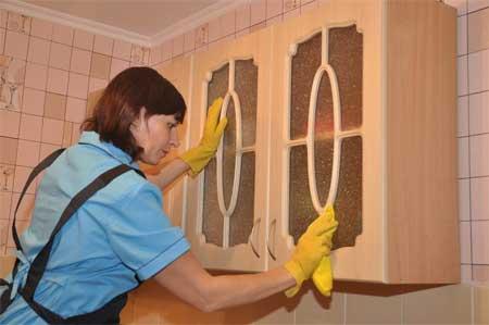 Как избавиться от жирных пятен в кухне