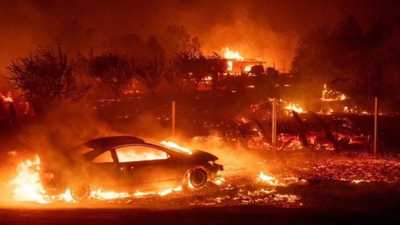 Лесные пожары в Калифорнии: город Парадайс сгорел, Малибу эвакуируют