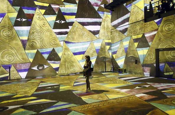 Посетители парижского музея оказались внутри картин