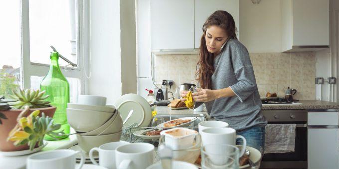Почему нельзя мыть посуду в …