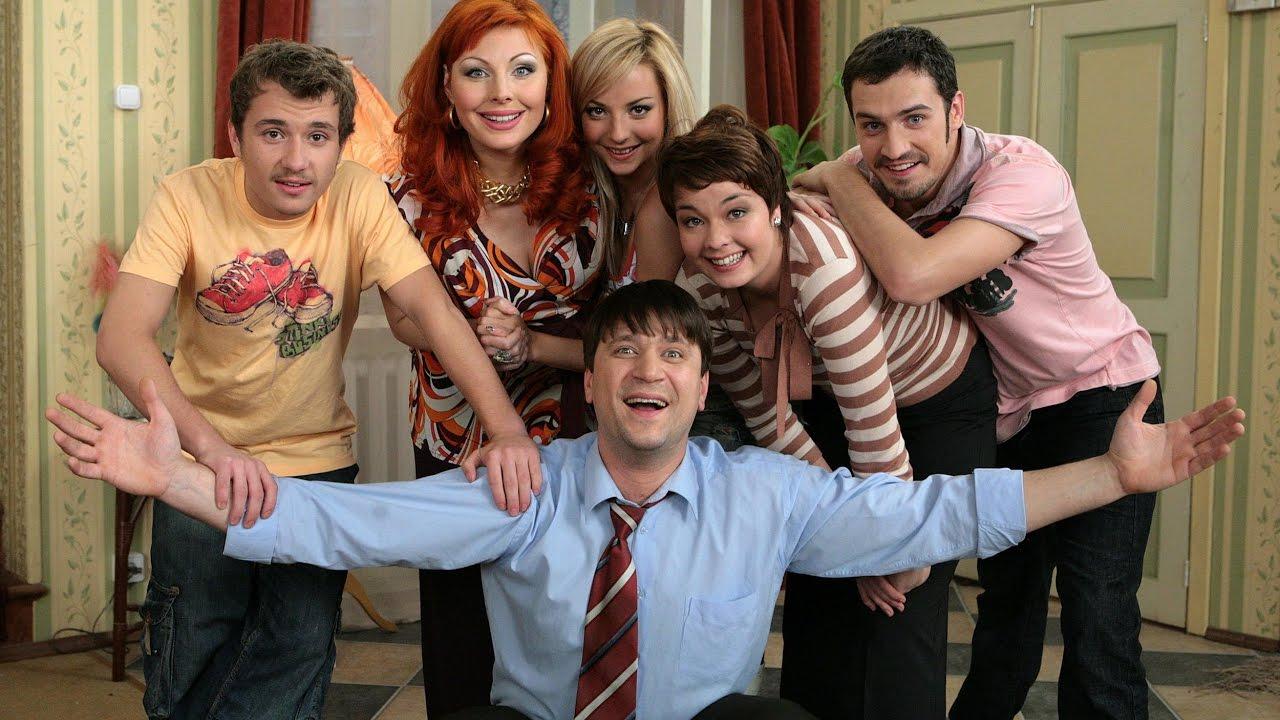 Как изменились актеры сериала «Счастливы вместе» спустя 11 лет с начала шоу