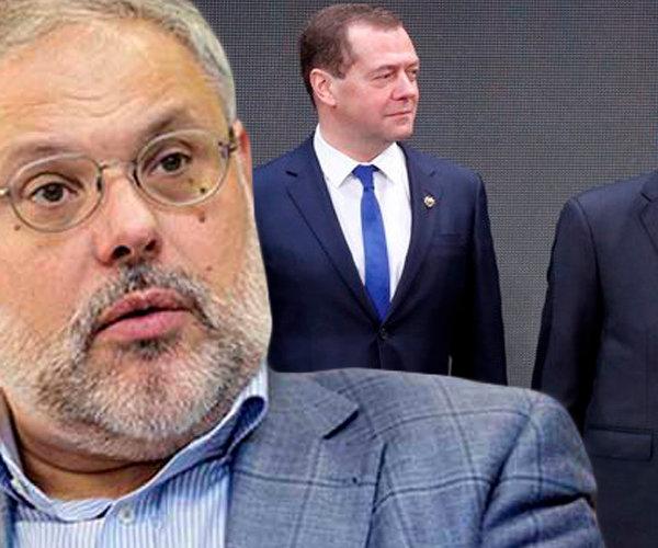Михаил Хазин: правительство Медведева раскололо общество, даже Путин не исправил ситуацию