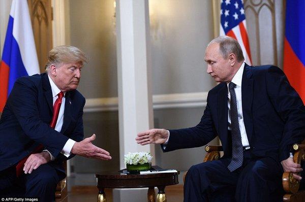 """Трамп надеется на """"экстраординарные отношения"""" с Россией, и пожал руку Путину: """"Мы не ладили два года"""""""