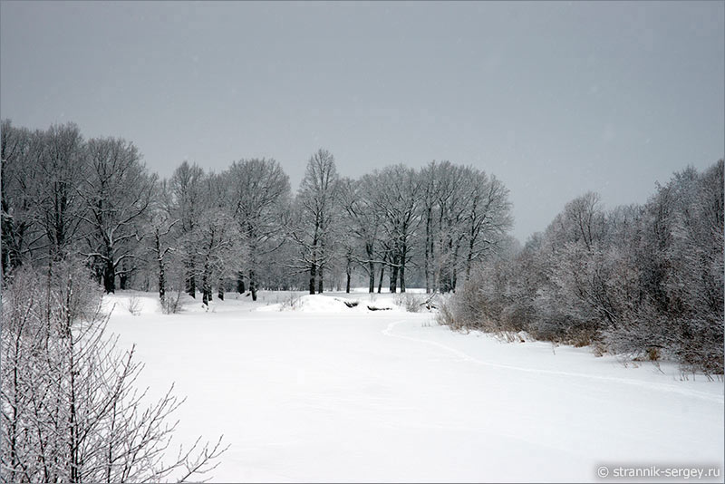 Лыжная прогулки по замерзшей реке