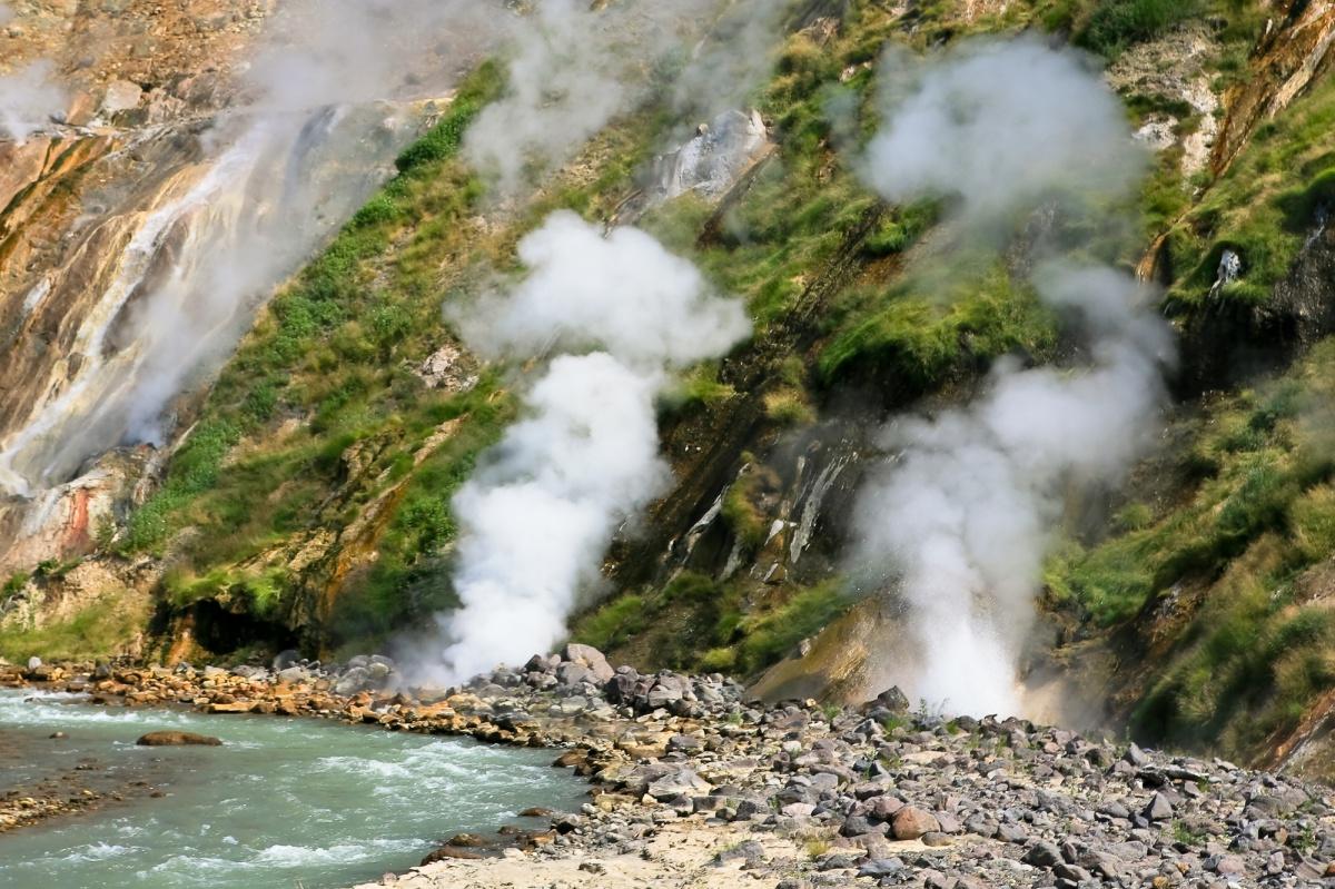 Долина гейзеров. Берег реки.