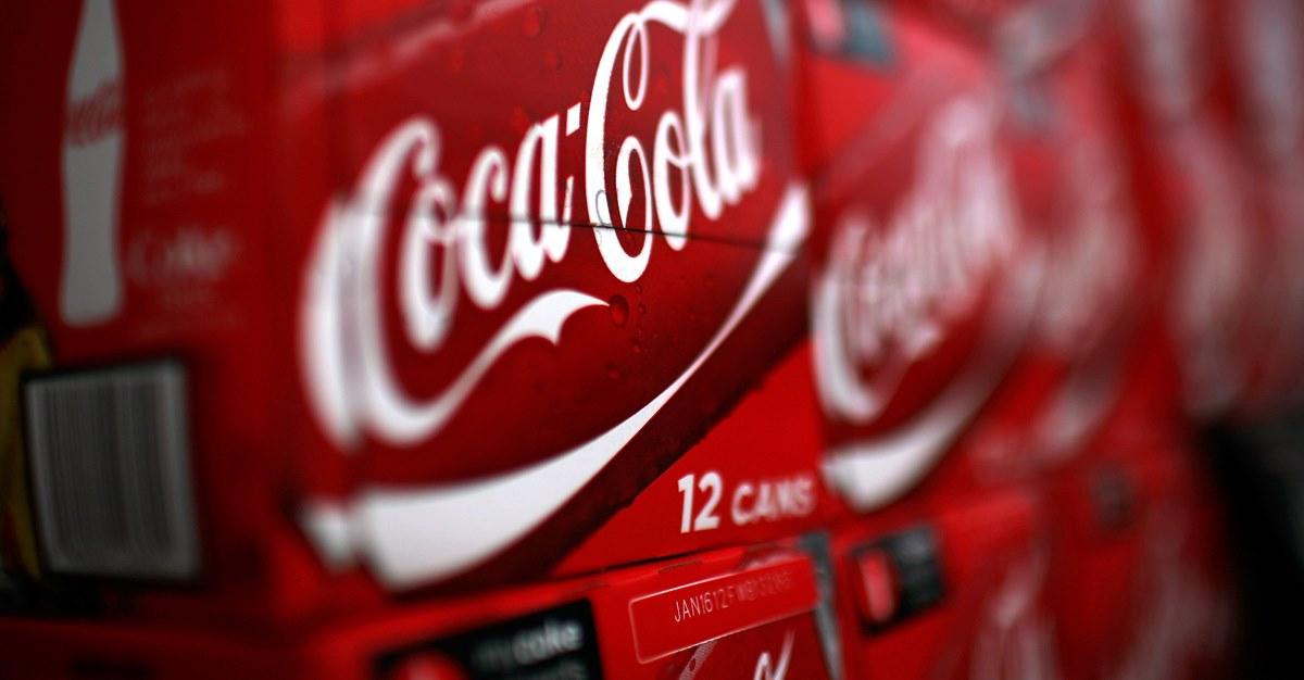 Прибыль Coca-Cola продолжает падать