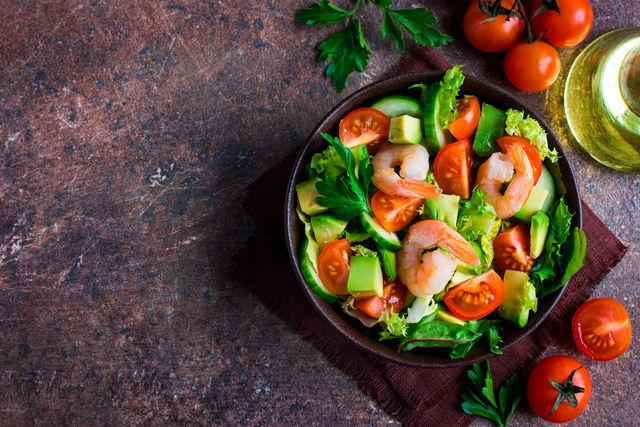 Это легкое красочное блюдо для романтического ужина придаст особенное настроение всему вечеру