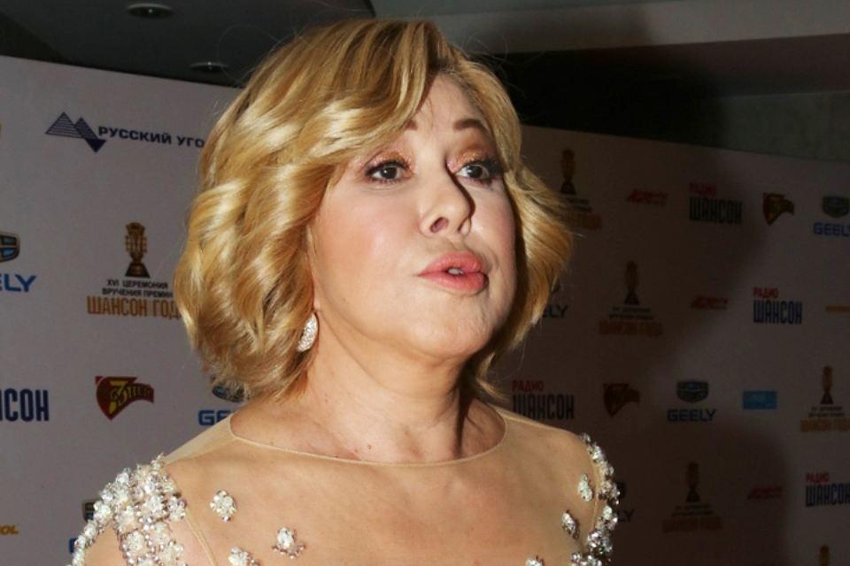 Нечего скрывать: 63- летняя Успенская пришла на премию «Шансон» в «голом» платье, а 48-летняя Валерия – в кожаных мини-шортах