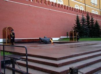 Президент России возложил венок к Могиле Неизвестного Солдата