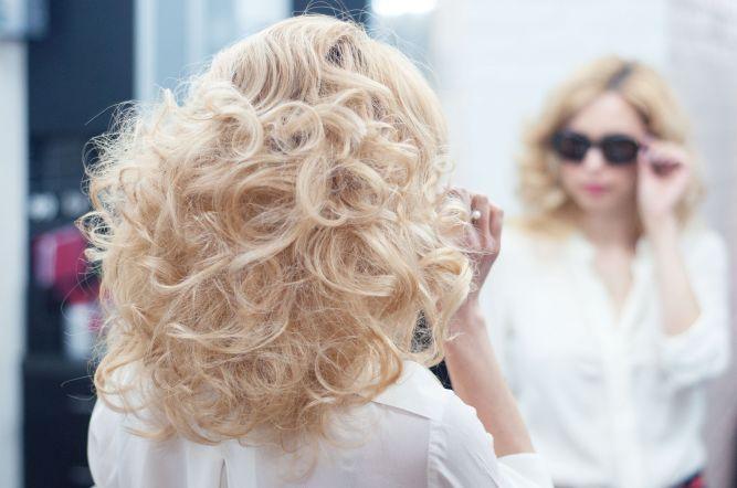 Как укладывать волосы средней длины?