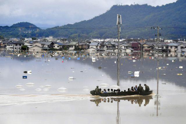 В Японии из-за жары после наводнения госпитализированы более тысячи человек