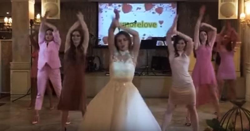 Невеста и ее подружки «отожгли» на свадьбе. Видео, которое покорило Сеть!
