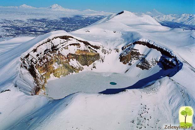 Устрашающий вулкан Малый Семячик с кислотным озером. Камчатка, Россия - 5