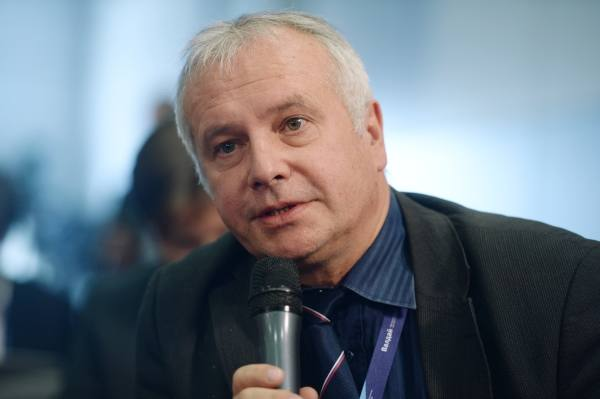 Рар: Россию от кризиса спасё…