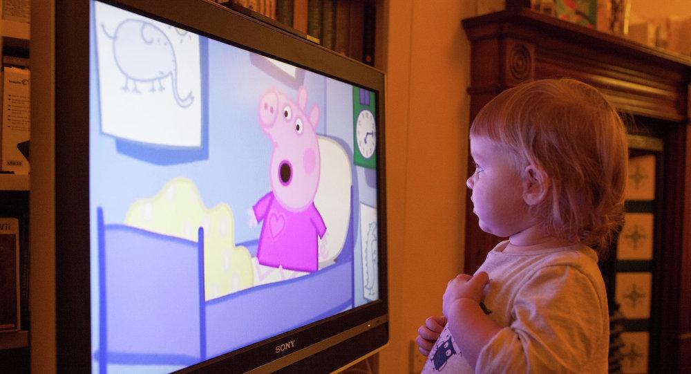 Почему не стоит надолго включать мультфильмы ребенку?