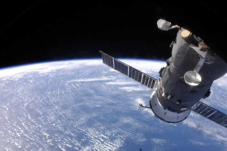 Инопланетяне покидают Землю. Камеры МКС засекли старт эскадры НЛО.