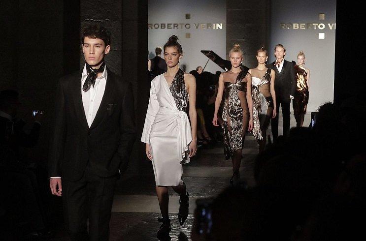 Все ради моды: двое бомжей пришли пешком из Минска на Mercedes-Benz Fashion Week в Москве