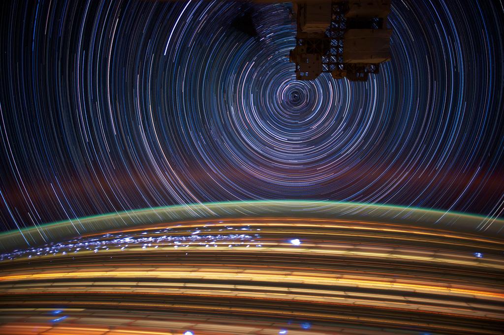 1435 Звездные следы   фото с МКС