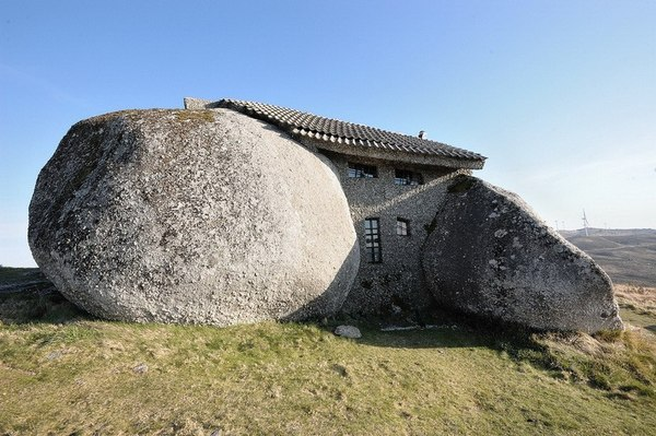 Самые необычные строенияй на Земле (9 фото)