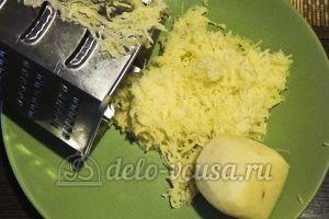 Картофельные драники с мясом: Натереть картошку