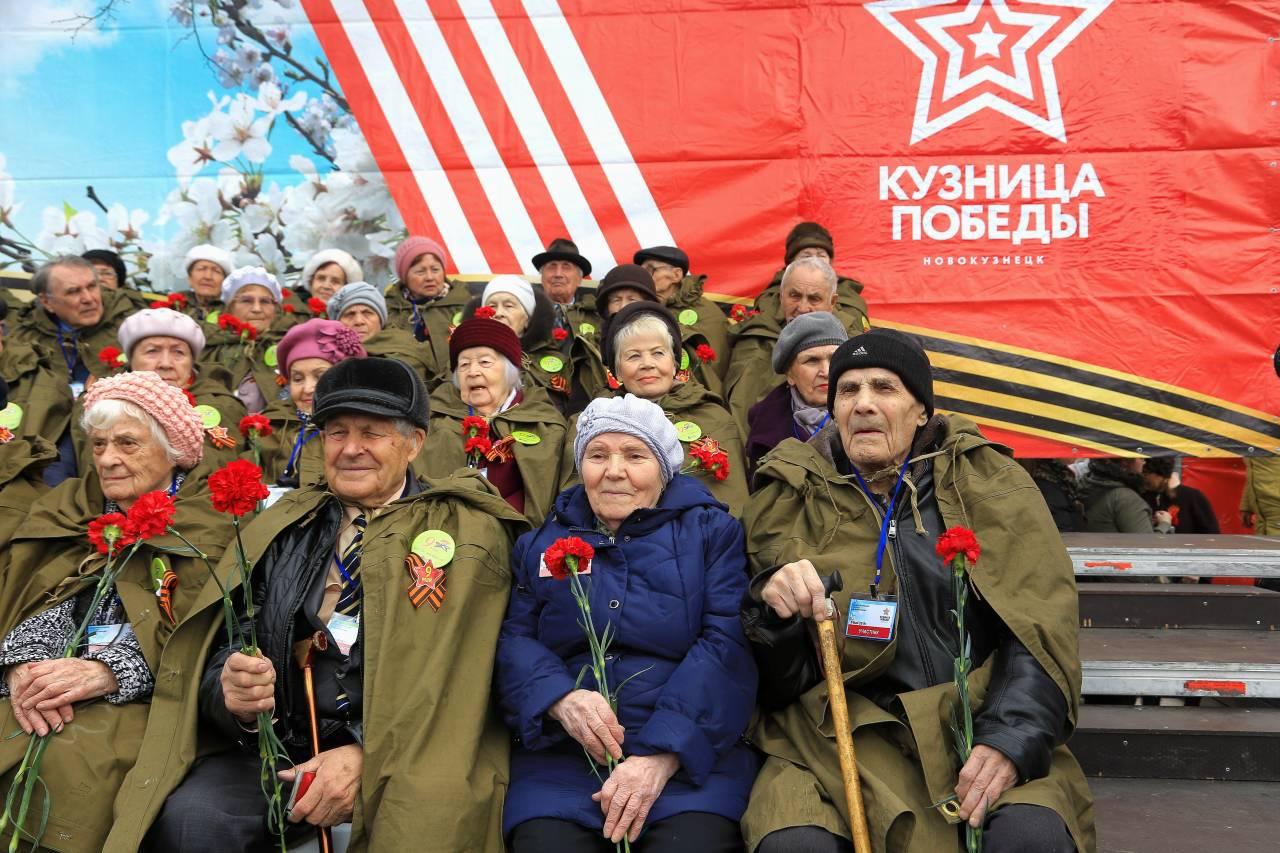 Старейший ветеран России, 104-летний кузбассовец Алексей Оборин, принял парад Победы в Новокузнецке