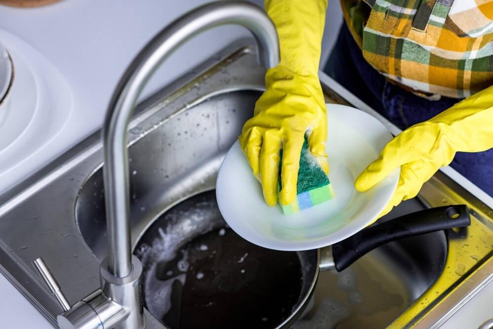 9 ошибок при чистке и мойке, которые могут испортить вкус вашей еды