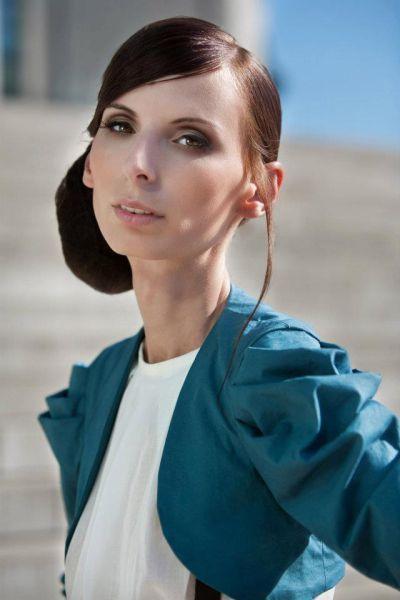Иоана Спангенберг - модель с шокирующе тонкой талией (16 фото)