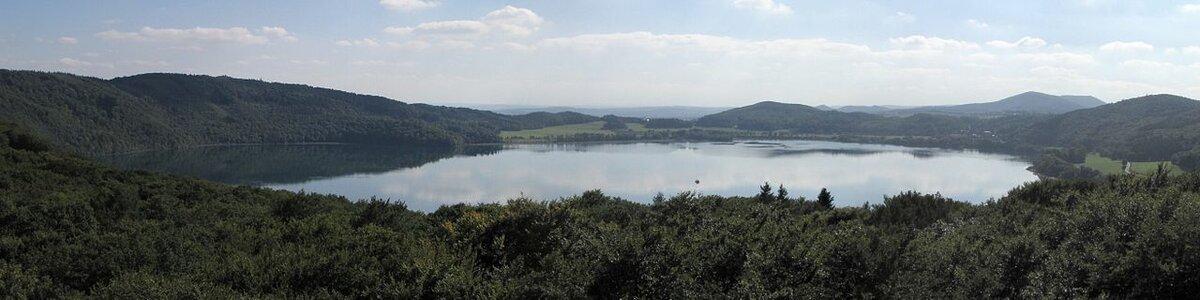 Озеро Лаахер-Зе