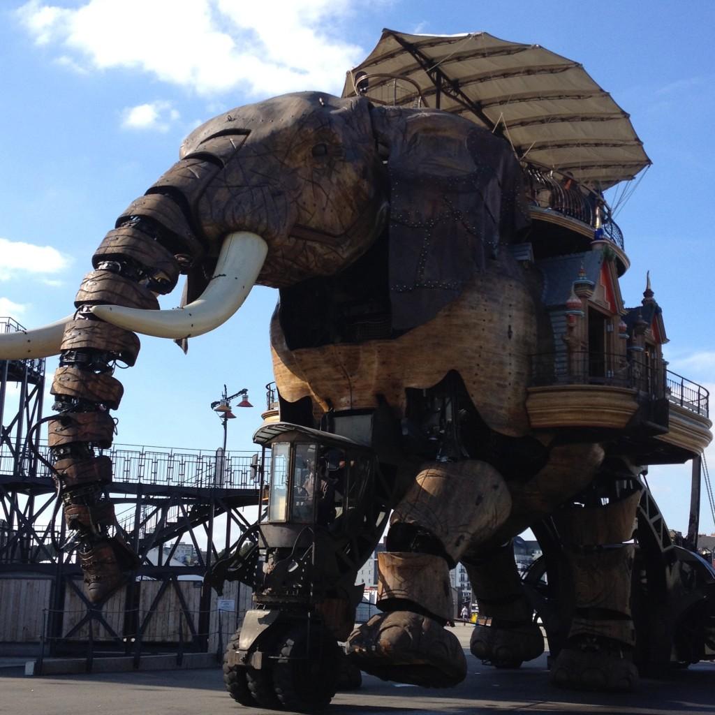Механический слон