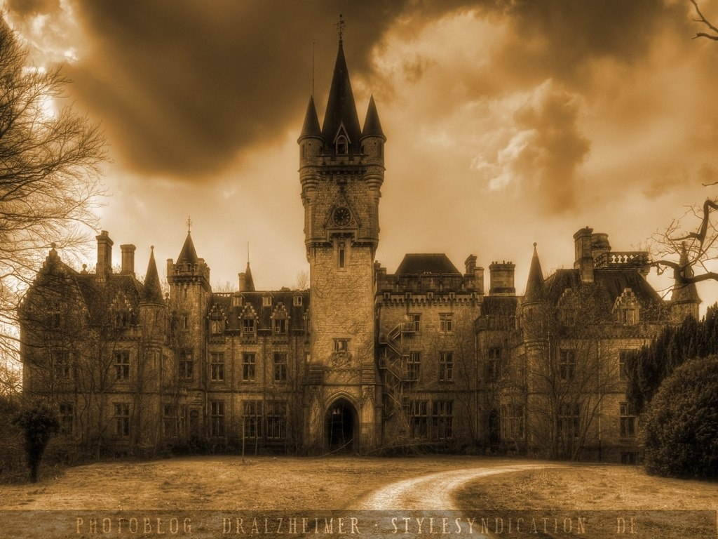 Заброшенный замок Chateau Miranda в Бельгии