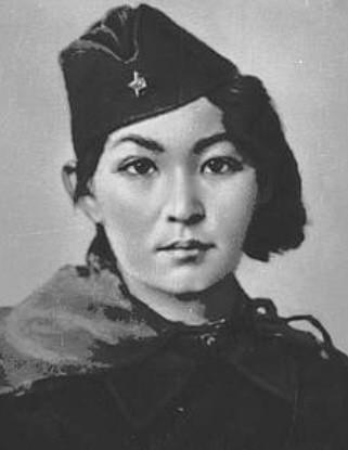 Алия Молдагулова - девушка снайпер