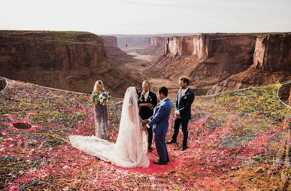 Пара поженилась на высоте в 120 м и сделала красивейшие фото