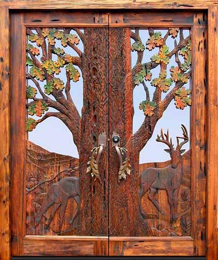 Красивые двери в деревянном доме