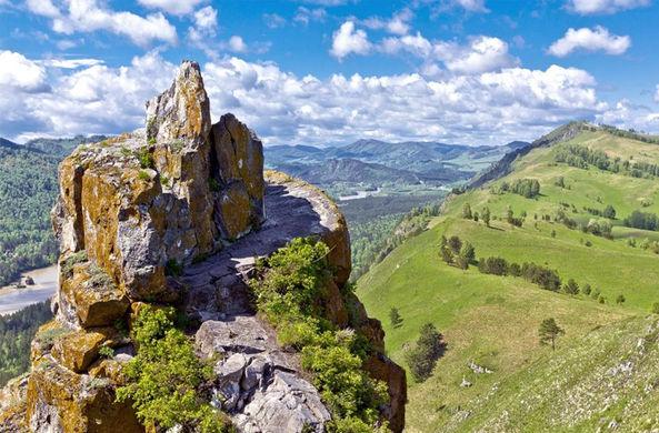 «Великую сибирскую стену» нашли у подножья Алтайских гор