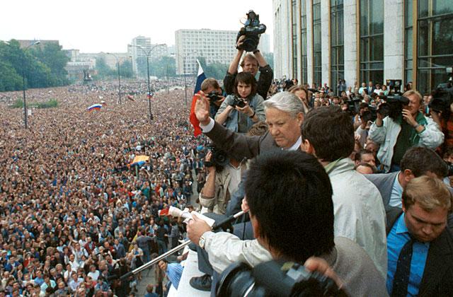 Все, о чем мечталось в августе 91-го, сбылось. Что ж мы не рады?