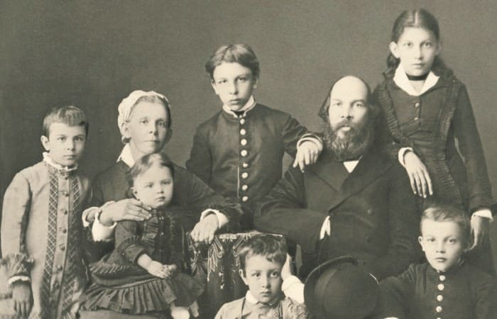 Злой рок семьи Ульяновых: Как сложились судьбы братьев и сестер Ленина