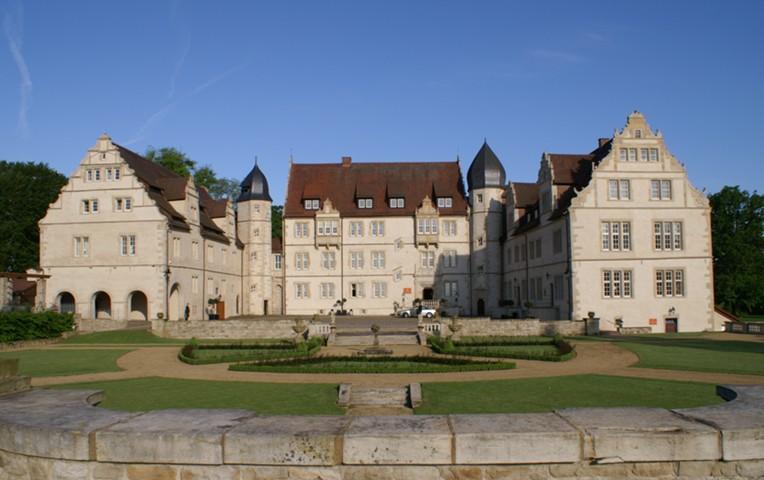 Отдых в старинном замке: 10 бюджетных вариантов