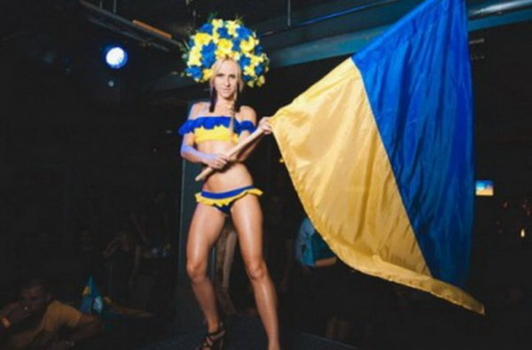 Историк сравнил Украину с потаскухой при работящем муже-Донбассе