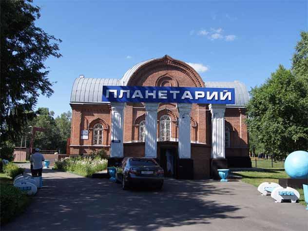 В Барнаульском планетарии незаконно показывали полнокупольные фильмы