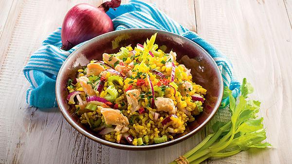 Рецепты от Юлианны Карауловой: салат с курицей и грецкими орехами, лимонный кекс и клюквенный кисель