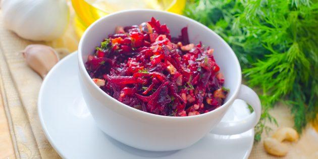 салат со свёклой и морской капустой