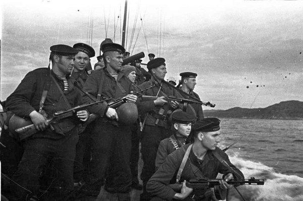 """Как российские моряки не забоялись и выполнили приказ, благодаря которому флот РФ не потерял """"предводителя"""""""