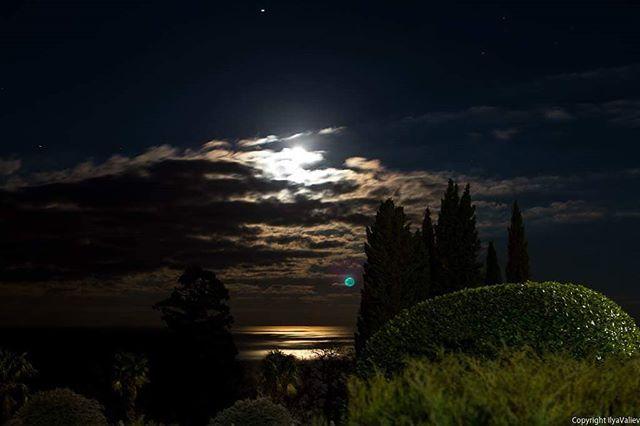 Тиха крымская ночь