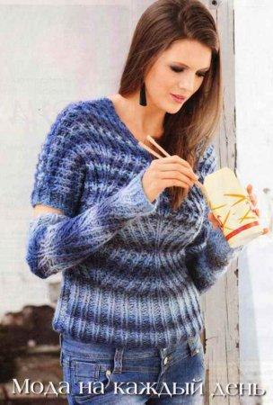 Пуловер и нарукавники из диагонального узора